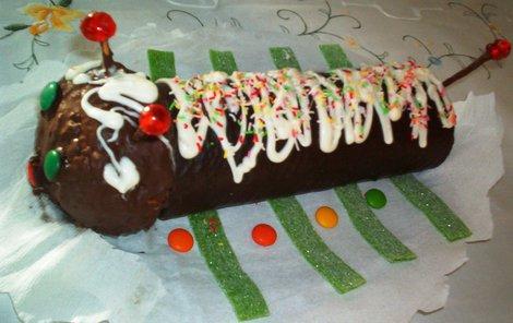 Stonožka pro děti z čokoládové rolády!