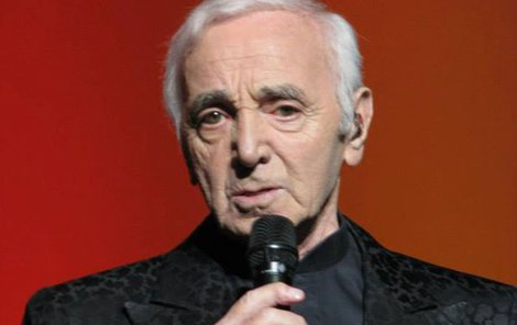 Šansoniér Aznavour vystoupí v dubnu v pražském Kongresovém centru.