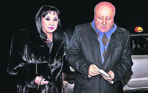 Na Česko-Slovenský ples do Obecního domu přišla herečka v norkovém kožichu.