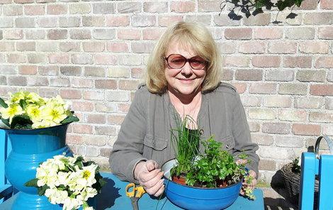 Zahradničení propadla Iva Hüttnerová až po čtyřicítce. Dnes už si bez této kratochvíle neumí představit život.