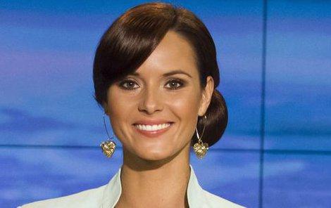 Takto známe Renátu Czadernovou - za zpravodajským pultem TV Nova.