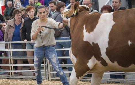 Eva jako nebojácná kovbojka v akci!