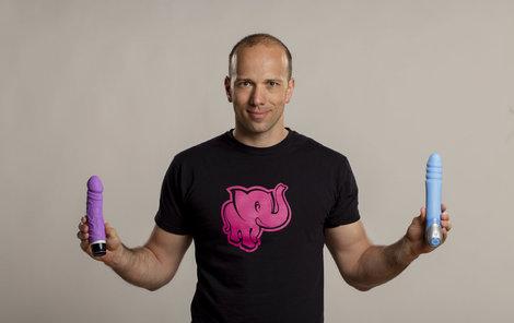 Adam Durčák je manažerem sexshopu Růžový slon.