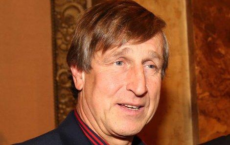 Václav Vydra se v divadle gratulací nedočkal.
