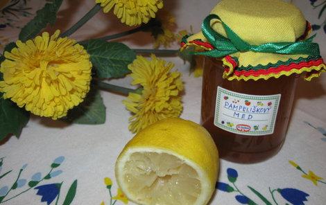 Pampeliškový med je skvělý k celozrnnému pečivu nebo jen tak do čaje.