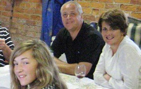Christopher Foster nejdřív zavraždil manželku a dceru.