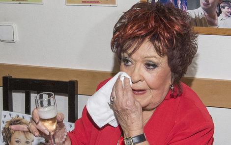 Jiřina Bohdalová se utápěla v slzách.