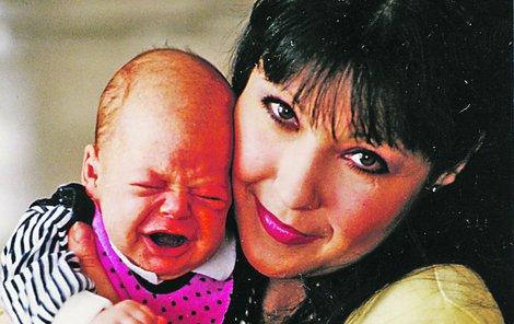 1995: Anička byla jejím vymodleným dítětem, Felix už si potomka nepřál, měl strach, že Dáda bude zapomenuta. Ta na to ovšem vyzrála. Po porodu si prostě nedopřála mateřskou.
