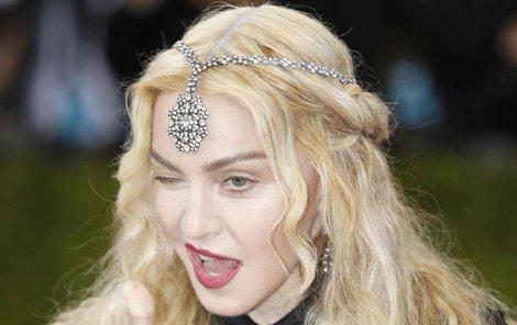 """""""Matka musí být někdy děvka,"""" vzkazuje Madonna."""