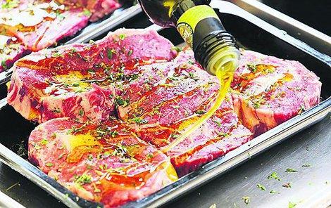Potraviny grilujte vždy na pořádně rozpáleném grilu.