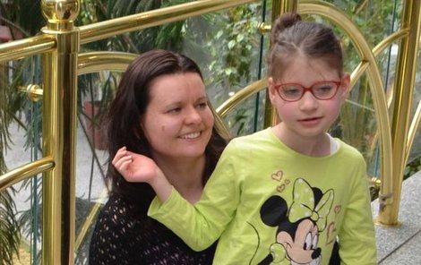 """Natali pomáhají klímkovické neurorehabilitace. Peníze na další pobyt v lázních její maminka Hanka musí někde """"vyžebrat""""."""