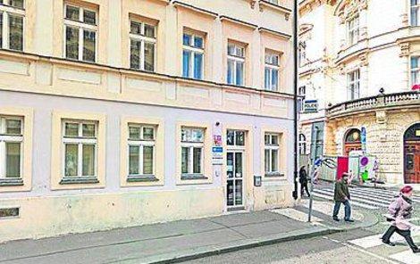 Na této služebně se zabil pražský policista.