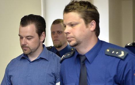 Vrchní soud v Olomouci ve středu ráno na nic nečekal a potvrdil rozhodnutí Renaty Gilové. Petr Kramný stráví za mřížemi 28 let.