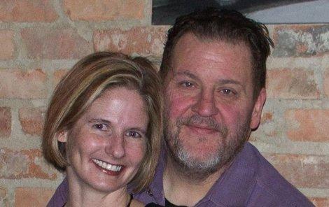 Kenneth Alan Amyx (45) z Texasu brutálně ubodal svou přítelkyni Jennifer Streit-Spears (†43)