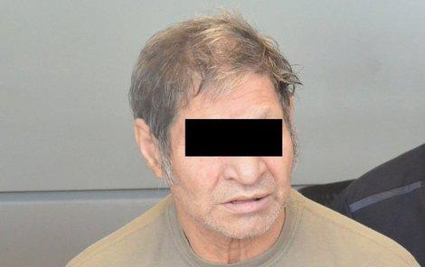 Josef  R. čelí před soudem obvinění ze znásilňování vnuček.