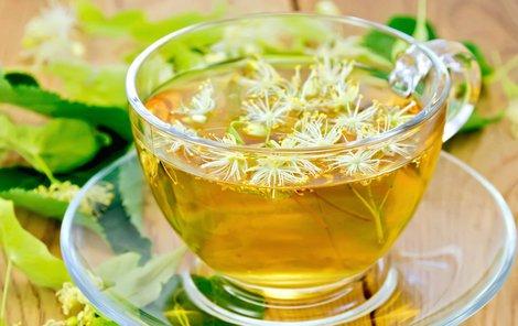 Lipový čaj uleví od vysoké horečky.