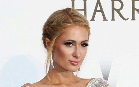 Paris Hilton se svým majetkem ráda chlubí.