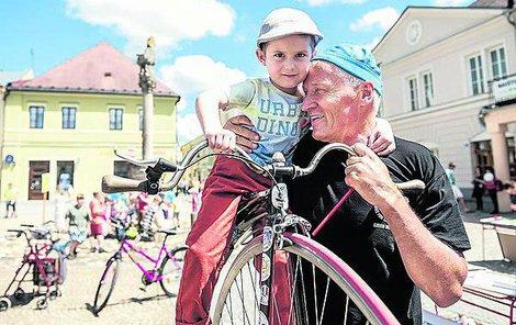 Mistr světa na vysokém kole Josef Zimovčák v Bruntále.