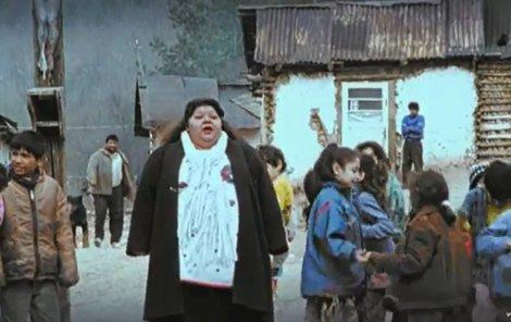 Bílá v neznámějším klipu Paš o Paňori.