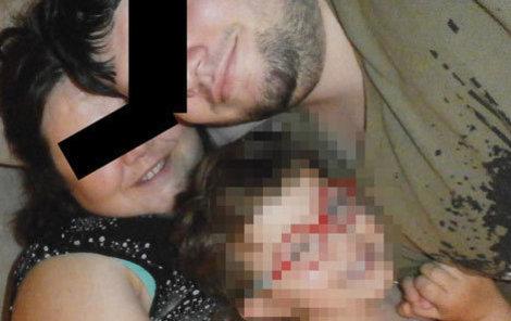 Podle jedné z vyšetřovacích verzí Jirka nejdřív zabil manželku a dcerku, poté sebe.