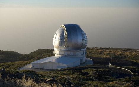 Teleskop leží na Kanárských ostrovech.