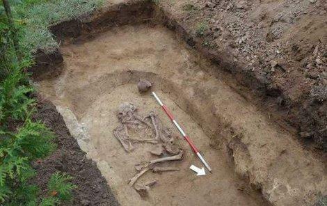 Skrčená kostra ženy je stará přibližně 4000 let.