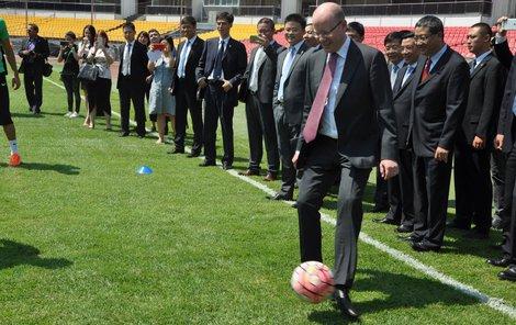 Premiér si kopal v Číně, doma se mu rodili akrobaté!