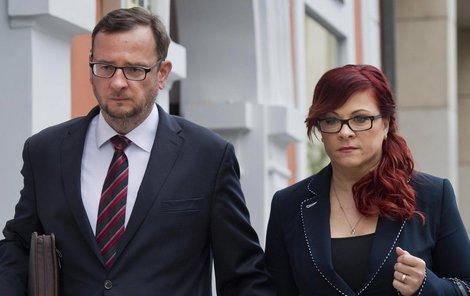 Petr Nečas a jeho žena Jana jsou u soudu už téměř jako doma.