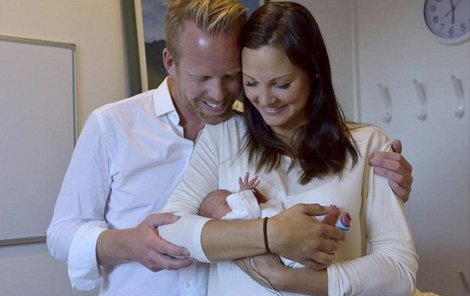 Konečně kompletní rodina po příjezdu z porodnice.