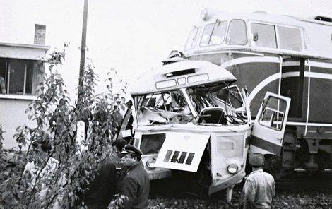 V totálně zdemolovaném autobuse zemřelo 11 sportovců.