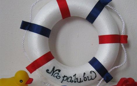 Námořnický kruh ozdobí každou stěnu.