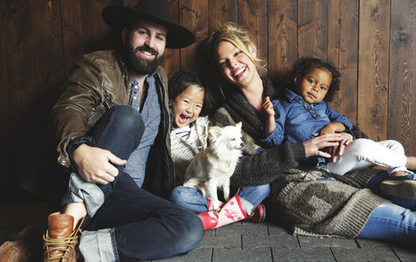 Manželé spolu vychovávají dvě holčičky  Adelaide a Naleigh, které adoptovali.