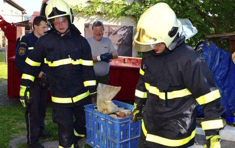 V jediné místnosti domku sesbírali a odvezli pět tun chemikálií!