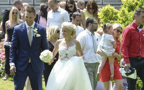 Růžička mladíš se oženil.