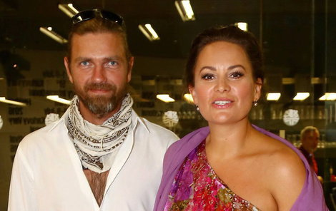 Premiéru filmu Učitelka si nenechala ujít Jitka Čvančarová s manželem Petrem Čadkem.