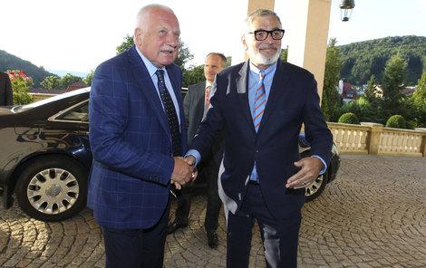 Václava Klause samozřejmě přivítal šéf festivalu Jiří Bartoška. Pak si zahráli golf.