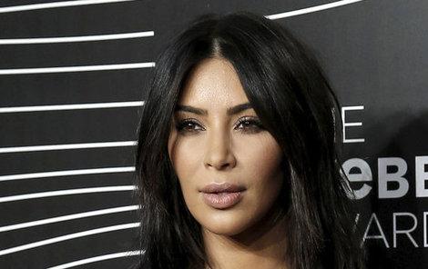 Kim Kardashian si svůj zadek hájí!