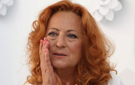 Simona Stašová si firmu pořádně neprověřila. Nyní si sype popel na hlavu.