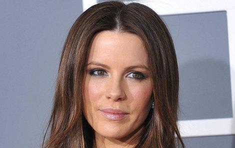 Anglická herečka Kate Beckinsale (42) má pořádné koule.