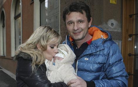 Druhý sen se Honzovi narodil v listopadu 2011. Herec byl miminkem evidentně dojatý.