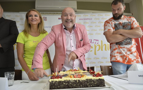 Michal David slaví 56. narozeniny. Přejeme všechno nejlepší!