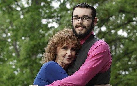 Manžela potkala na pohřbu svého syna!