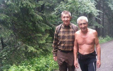 Andrej Babiš (vlevo) se svým dvojníkem právě vyrážejí na vrchol.