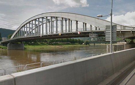 Most Edvarda Beneše zlákal horolezce k tréninku.