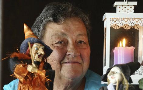 Až donedávna byly jedinými nadpřirozenými bytostmi v životě Věry čarodějnice, kterých má pořádnou sbírku. Skutečného ducha zahání plamenem svíčky.