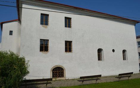 Synagova v Holešově je považována za světový unikát. Je jedna z mála tzv. polského typu, která se zachovala v původní podobě.