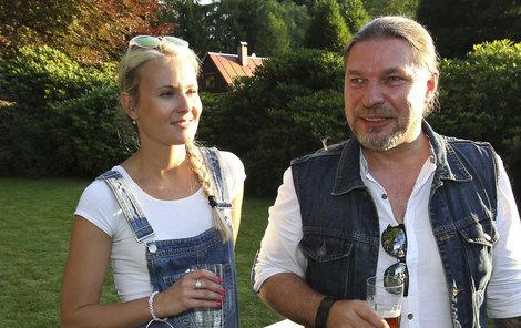 Petr Kolář a jeho partnerka Lenka Chlupáčková.