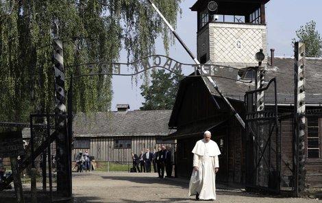 Zástupce Boha na zemi, papež František v Osvětimi.