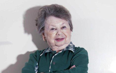Nejmenší česká herečka Aťka Janoušková měří 120 cm.