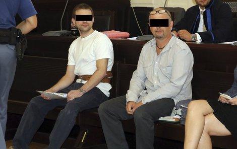 Martin Ignačák (vlevo) a Petr Sova (vpravo) u soudu tvrdili, že jsou nevinní.